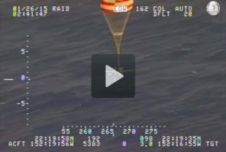 Vés a: Un pilot sobreviu de miracle en caure al mar per falta de combustible