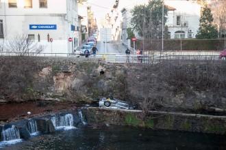 Vés a: Mor un noi de 24 anys en caure el cotxe al riu Fluvià a Olot