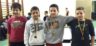 Una trentena de nens participen a la fase comarcal de tennis taula