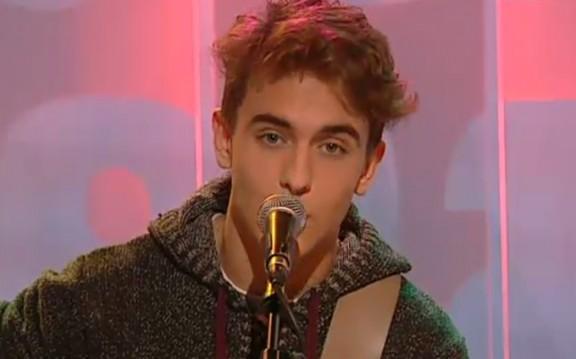 Manel Navarro ha presentat la seva nova cançó a TV3 [T'ENAMORARÀS]