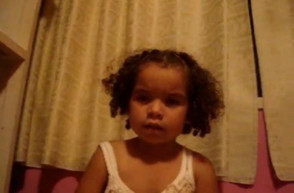 Una nena de 3 anys vol matar a Justin Bieber, flipa! [VÍDEO]