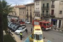 Ensurt en ple centre de Manlleu per un incendi