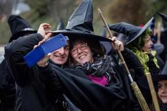 El 19è Cau de Bruixes de Centelles aposta fort pels espectacles al carrer