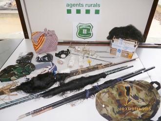 Els Rurals enxampen dos caçadors furtius d'ocells
