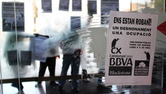 La PAH fa a Tarragona un «passacarrers» contra els bancs