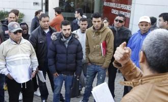 Immigrants 'sense papers' reclamen permís de residència