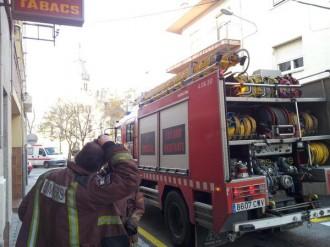 Un incendi calcina el porxo d'un immoble de Les Franqueses