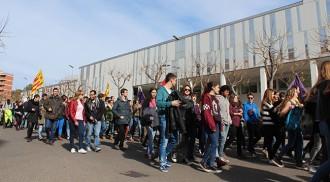 Centenars d'estudiants surten al carrer per aturar el '3+2'