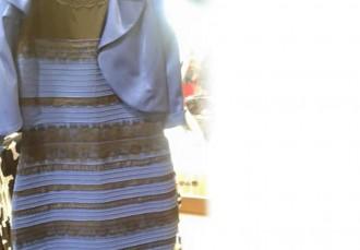 De quin color és el vestit? Blanc o blau?