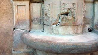 Vés a: Polèmica per la restauració d'una font de Mont-roig del Camp