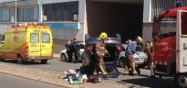 Atrapada dins del cotxe després d'un espectacular accident a Tàrrega