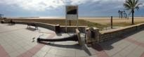 El fort vent provoca la caiguda d'un fanal al Passeig de Coma-ruga