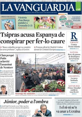 «Tsipras acusa Espanya de conspirar per fer-lo caure» a la portada de «La Vanguardia»