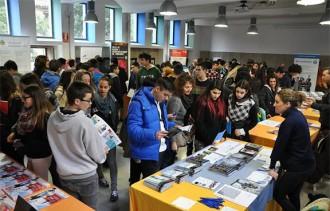 El primer Saló de l'Ensenyament del Ripollès reuneix 27 institucions