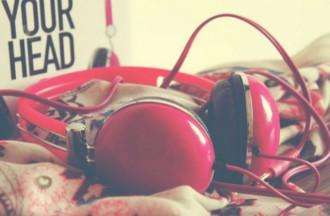 5 cançons de melodia alegre que tenen un missatge molt trist