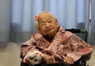La dona més vella del món celebra l'aniversari amb el seu fill de 92 anys