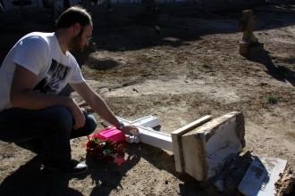 Vés a: Apareixen més de 35 creus tombades i trencades al cementiri de Castellserà