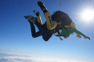 La Universitat de Vic sorteja un salt amb paracaigudes! Vols participar-hi?