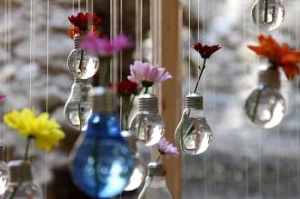 La segona vida de les bombetes: de fer llum a objectes decoratius