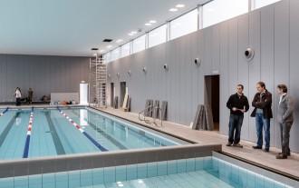 Taradell inaugura la piscina coberta després de vuit anys d'obres