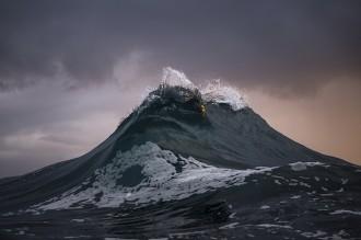 Un fotògraf congela el mar per immortalitzar muntanyes d'aigua