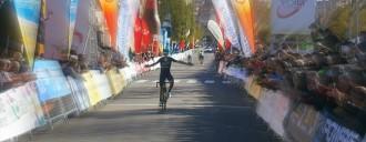 Valverde guanya l'etapa de la Volta que finalitza a Valls