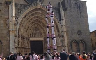 Dos castells de 8 dels Minyons a Castelló d'Empúries