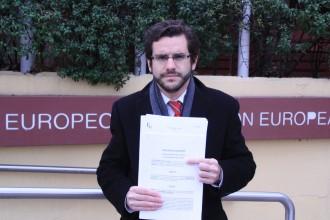 Un advocat antifranquista reclama a la UE que retiri el premi a Societat Civil