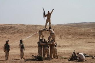 Una torre humana per celebrar una victòria de l'exèrcit iraquià?