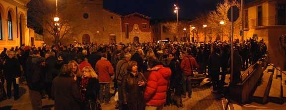 Balsareny surt al carrer en suport al Dr. Cañellas
