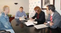 L'Ajuntament de Flix i 'La Caixa' signen un conveni per promoure el servei d'ajuda a les persones sense recursos