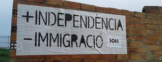 La racista SOM omple de cartells els murs de Manresa i el Bages