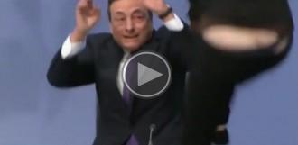 Una activista assalta el president del Banc Central Europeu enmig d'una roda de premsa