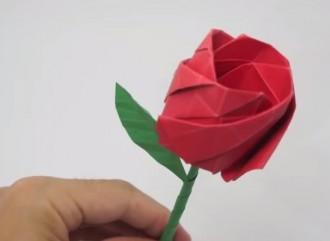 Vés a: Cinc idees originals per fer una rosa de Sant Jordi a mà