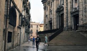 Recta final de cara a l'enderroc de les cases de davant la catedral de Tortosa