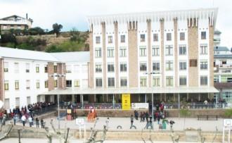 Minuts de silenci a les escoles per la tragèdia de l'Institut Joan Fuster de Barcelona