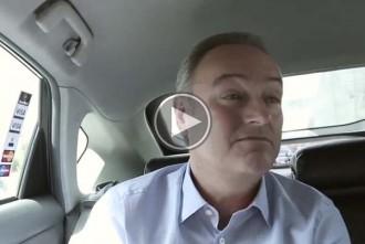 Vés a: Alberto Fabra surt sense el cinturó de seguretat en el seu vídeo electoral