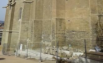 Nova empenta a la restauració de la façana sud de la Seu