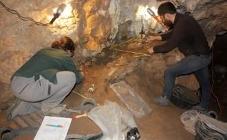 Vés a: Troben en una cova de Cunit restes de metall de fa 3.000 anys