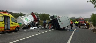 Ferit greu el conductor d'una furgoneta en xocar contra un camió a Vallmoll