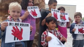 Vés a: Escolars d'Alcanar enterren centenars de dibuixos en contra del Castor