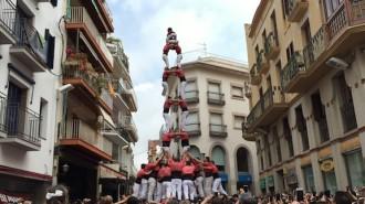 Pas endavant de la Colla Vella dels Xiquets de Valls a Sitges