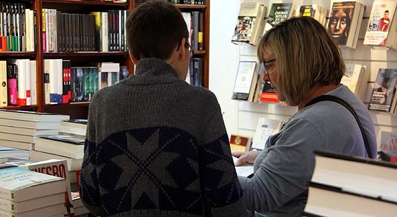Els llibreters esperen superar la xifra de vendes del Sant Jordi de l'any passat