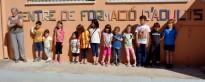 Els alumnes de l'Escola d'Art Fenosa fan un rètol pel Centre d'Adults