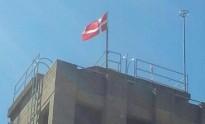 Els bombers de Reus pengen la bandera de Dinamarca per burlar la llei