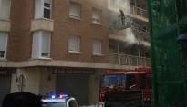 Quatre persones intoxicades en un incendi al carrer Balears de Cambrils