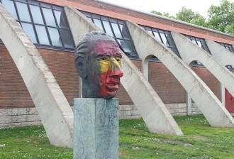 Ultratgen el bust de Lluís Companys a Granollers