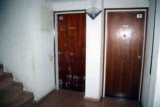 Salt instal·la una trentena de portes de seguretat per blindar l'accés a pisos abandonats