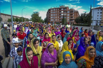 La festa sikh del Baisakhi inunda de colors els carrers de Vic