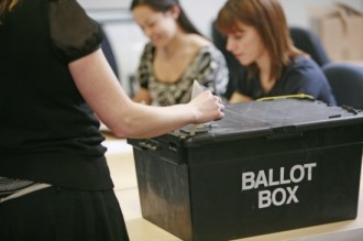 Vés a: Els britànics van a les urnes amb tots els escenaris oberts